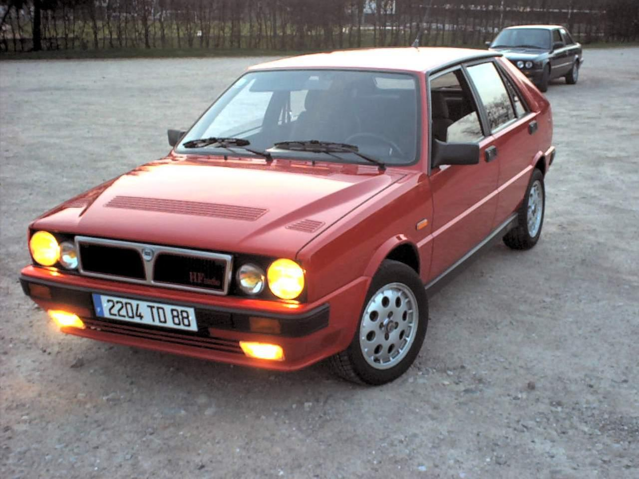 car lancia delta hf turbo